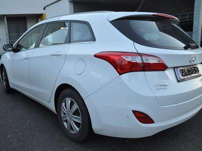 gebraucht Hyundai i30 CW 1,4 CRDi Comfort Kombi / Family Van