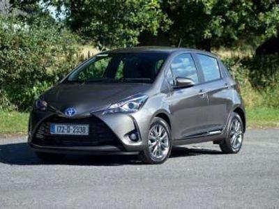 gebraucht Toyota Yaris 1.5 VVT-i Hybrid Active Klein-/ Kompaktwagen
