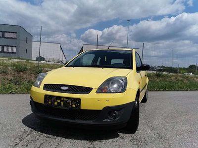 gebraucht Ford Fiesta 1,4 tdci Ambiente Klein-/ Kompaktwagen