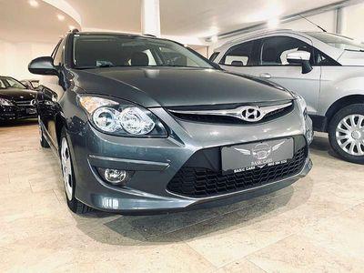 gebraucht Hyundai i30 CW 1,6 CRDi Europe DPF Kombi / Family Van
