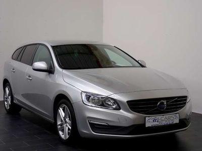 gebraucht Volvo V60 D3 Kinetic Geartronic *Navi*Winterpaket*ACC*BLIS* Kombi / Family Van