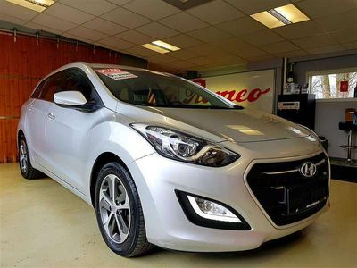 "gebraucht Hyundai i30 CW Kombi 1,4 CRDi ""Comfort"" mit 4.100.- EURO WEGFAHRPREIS !!! Kombi / Family Van,"