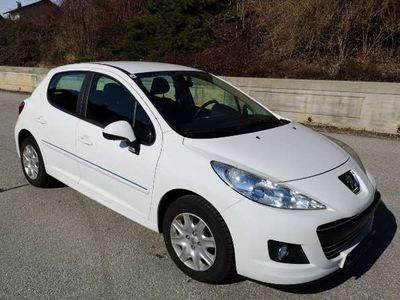 gebraucht Peugeot 207 Active 1,4 Klein-/ Kompaktwagen