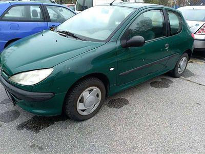 gebraucht Peugeot 206 XR 1,1 Benzin 40 KW Klein-/ Kompaktwagen
