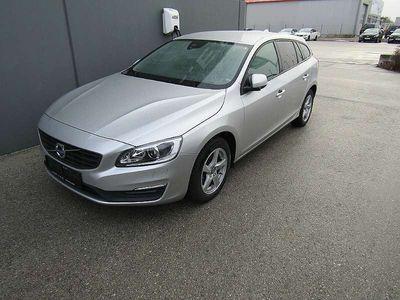 gebraucht Volvo V60 D2 Kinetic Geartronic Kombi / Family Van,
