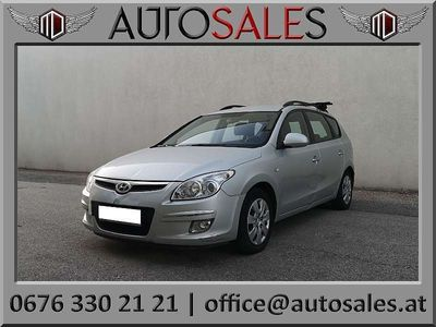 used Hyundai i30 1,6 CRDi Cool DPF Kombi / Family Van,