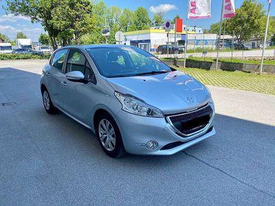 gebraucht Peugeot 208 1,4 Benzin Limousine