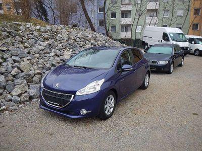 gebraucht Peugeot 208 Allure 1,2 VTi 82 Klein-/ Kompaktwagen,