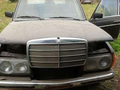 gebraucht Mercedes 200 W123Limousine,
