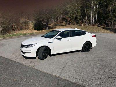 gebraucht Kia Optima 2,0 MPI Silber / Werksgarantie bis 11/2023 Limousine