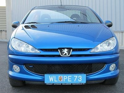gebraucht Peugeot 206 CC PLATINUM EDITION1.6i16V Ledersportsitze Sitzheizung Klimaautomatik Top Zustand 1Besitz Cabrio / Roadster