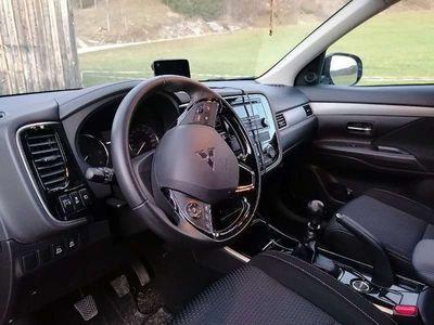 gebraucht Mitsubishi Outlander 2,2DI-D 4WD Intense SUV / Geländewagen