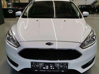 gebraucht Ford Focus WIE NEU 1.BESITZ NUR 16800km Limousine