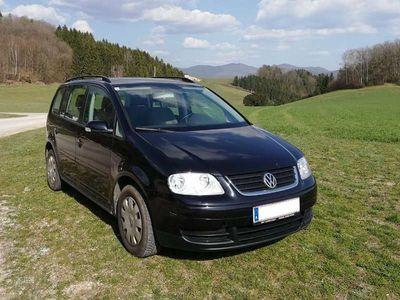gebraucht VW Touran 1.9 TDI Family AHK, SHZ, Klimaautomatik Kombi / Family Van