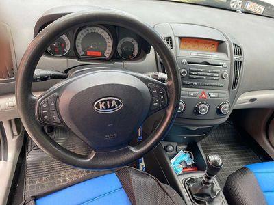 gebraucht Kia cee'd 1,4 Klein-/ Kompaktwagen