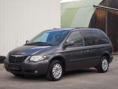gebraucht Chrysler Voyager Seven 2,5 CRD 7-Sitze 1-Hand Navi Klima SR-ALU WR Pickerl Abgelaufen Kombi / Family Van