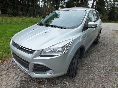 usado Ford Kuga Titanium 150 PS Teilleder Sitzheizung Winterpaket SUV / Geländewagen,