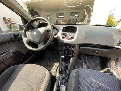 gebraucht Peugeot 206+ 206TRENDY 1,1 5T Klein-/ Kompaktwagen