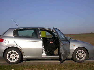 gebraucht Alfa Romeo 147 1472.0 Twin Spark Distinctive Klein-/ Kompaktwagen