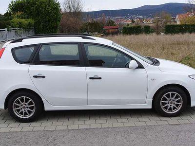 gebraucht Hyundai i30 CW 1,4 CVVT Europe Kombi / Family Van,