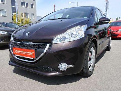 gebraucht Peugeot 208 Allure 1,4 VTi 95 Klein-/ Kompaktwagen,
