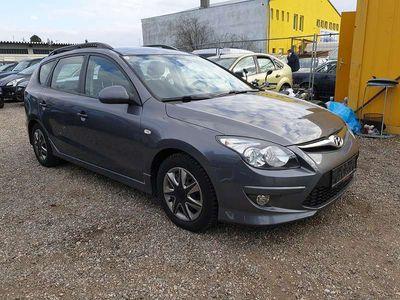 gebraucht Hyundai i30 CW 1,4 CVVT Europe blue drive Kombi / Family Van,