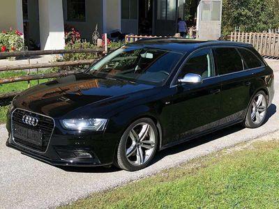 gebraucht Audi A4  Avant 2,0 TDI ** S - Line ** AHK Xenon Navi Tempom. PDC Kombi / Family Van