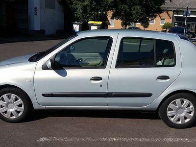gebraucht Renault Clio 1.2 16V Privilege Quickshift Limousine