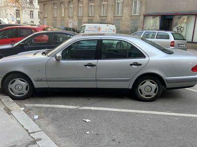 gebraucht Mercedes E220 Classic Ds.
