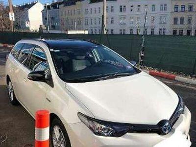 gebraucht Toyota Auris 1,8 VVT-i Hybrid Style Black