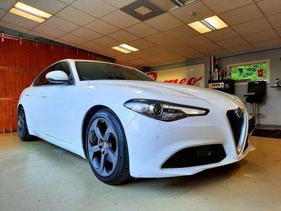 "gebraucht Alfa Romeo Giulia SUPER 2,2 150PS AT RWD mit 18"" Sport-Dark Felgen !! Limousine"