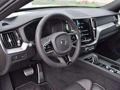 gebraucht Volvo XC60 B4 R-Design AWD Geartronic