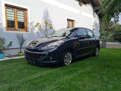 gebraucht Peugeot 206+ TRENDY 1.1i 5T in HURRICAN GRAU Limousine