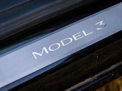 gebraucht Tesla Model 3 Sportwagen / Coupé