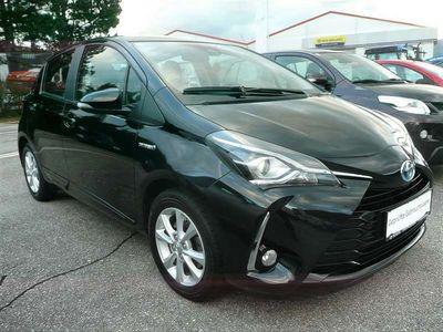 gebraucht Toyota Yaris 1,5 VVT-i Hybrid Active mit NAVI u. Safety Sense Limousine
