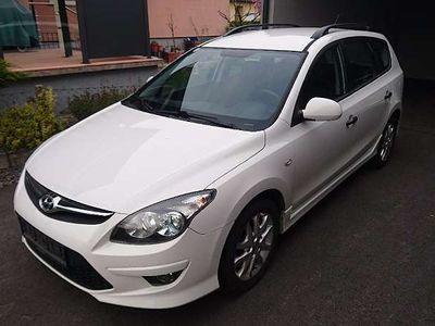 gebraucht Hyundai i30 CW 1,6d Europe Plus Kombi / Family Van,