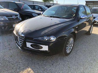gebraucht Alfa Romeo 147 147 Alfa1,9 JTDM Distinctive Klein-/ Kompaktwagen