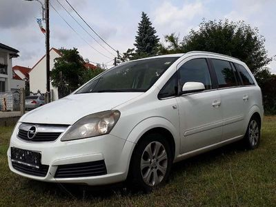 usado Opel Zafira Kombi / Family Van,
