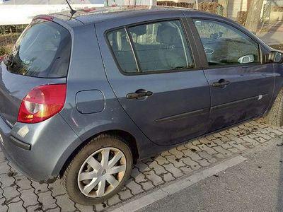 gebraucht Renault Clio ClioDynamique 1,4 16V Klein-/ Kompaktwagen