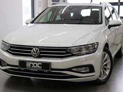 gebraucht VW Passat Variant Business 2,0 SCR TDI DSG LED/Nav... Kombi / Family Van