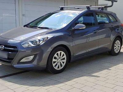 gebraucht Hyundai i30 1.6 CRDI - EU6 - Navi, Kamera, 8fach, Garantie Kombi / Family Van,