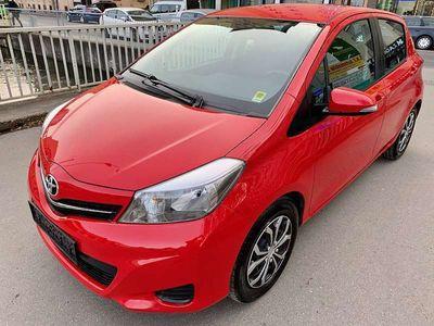 gebraucht Toyota Yaris 1,0 VVT-i Active - 1 JAHR GARANTIE - NEUES PICKERL BIS 4.2021 - NEUES SERVICE - 1. BESITZ Klein-/ Kompaktwagen