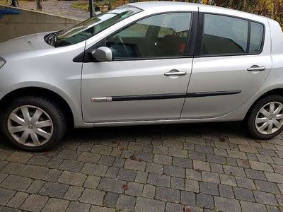 gebraucht Renault Clio Rip Curl 1,5 dCi Klein-/ Kompaktwagen