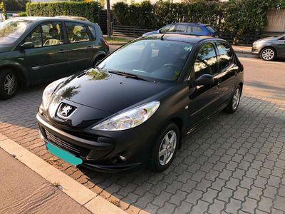 gebraucht Peugeot 206 1.4 Benzin 1.4 55kw/75ps 95.000km Bj 2010 Limousine