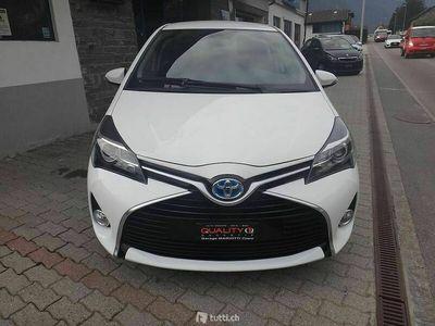 gebraucht Toyota Yaris 1.5 VVT-i HSD Luna