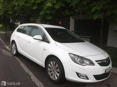 gebraucht Opel Astra Sportstourer 2,0 CDTI Cosmo/5-türig/weiss/1.Hand