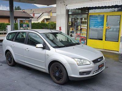 gebraucht Ford Focus 2.0i Ghia Automatica