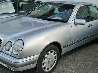 gebraucht Mercedes E280 E-Klasse Mercedes E280 bj 1998 146000km Frisch ab MFK E-Klasse Mercedes1998 146000km Frisch ab MFK