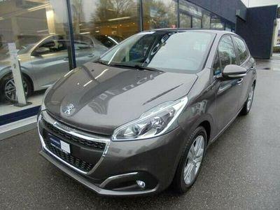 gebraucht Peugeot 208 1.2 PureTech Signature S/S
