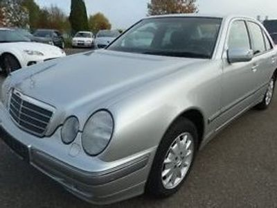 gebraucht Mercedes E200 AHK Elegance GSD Temp. PTS SHZ Klima